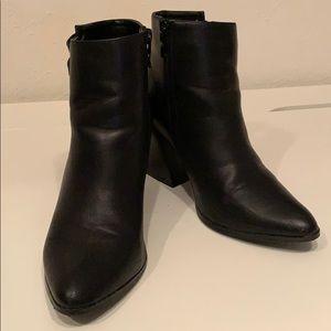 Forever 21 Black chunky heel ankle boot